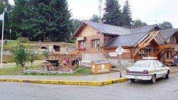 La Policía cree que la mujer subió con sus hijos a un colectivo en la terminal de Villa La Angostura.